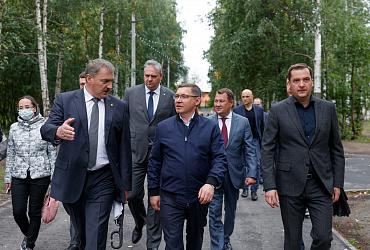 Глава Минстроя Владимир Якушев встретился с жителями аварийных домов Архангельской области