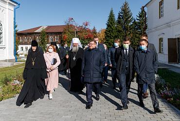 Рабочая поездка: Владимир Якушев открыл центральную городскую площадь в Верхотурье