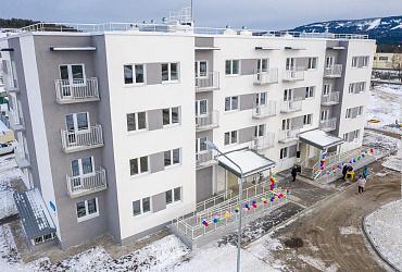 На Среднему Урале 30 семей из поселков Уралец, Канава и Висимо-Уткинск получили ключи от новых квартир