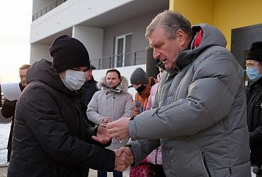 Свыше 700 жителей Кирова переезжают из аварийного жилья - ВИДЕО