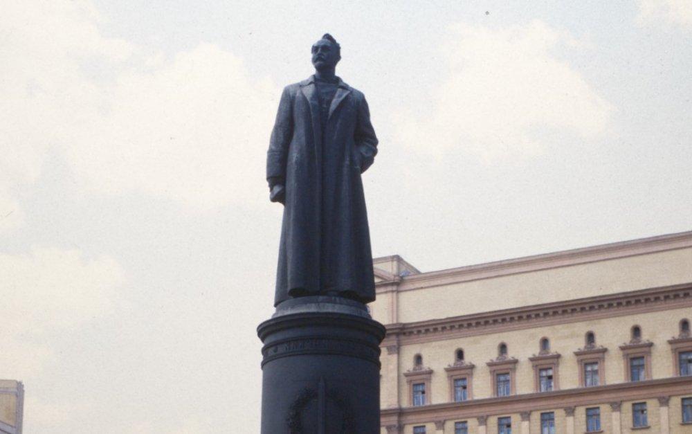 Кому поставят памятник на Лубянке