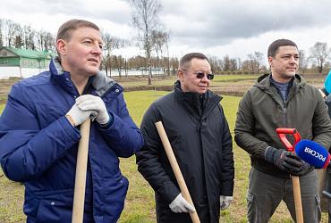Глава Минстроя принял участие во Всероссийском субботнике в Пскове