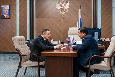Министр строительства и ЖКХ РФ Ирек Файзуллин провел рабочую встречу с врио главы республики Тыва Владиславом Ховалыгом