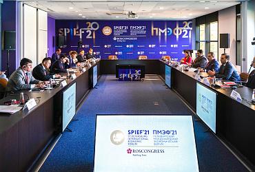Ирек Файзуллин провел встречу с исполнительным директором Qatari Diar на ПМЭФ-2021
