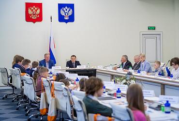 Состоялось установочное заседание Детского совета при Общественном совете при Минстрое России